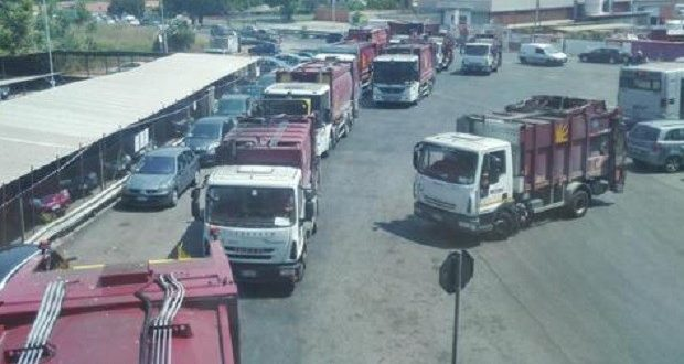 Sabotaggio AMA: qualcuno vuole bloccare la raccolta rifiuti?