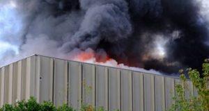 """Bruciano i rifiuti a Bruzzano: """"Necessario capire chi c'è dietro e tutelare la salute dei cittadini"""""""