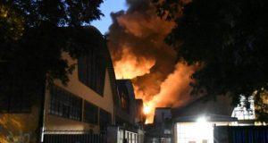 """Incendio Cologno Monzese: """"Immediatamente attivi per scongiurare pericoli per i cittadini"""""""