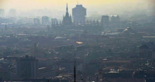 """Milano, l'aria è fuorilegge scattano i divieti: """"I dati parlano chiaro, misure inefficaci"""""""