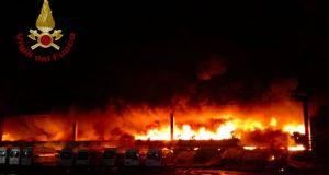 """L'incendio di Via Chiasserini cinque mesi dopo, l'interrogazione del M5S: """"Cosa sta succedendo?"""""""