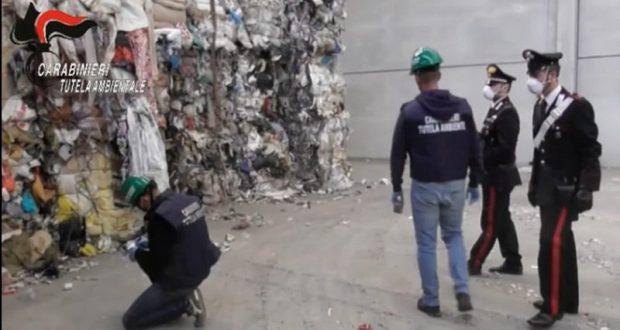 """Guerra dei rifiuti 20 arresti a Milano: """"Servono controlli e politiche rifiuti zero"""""""