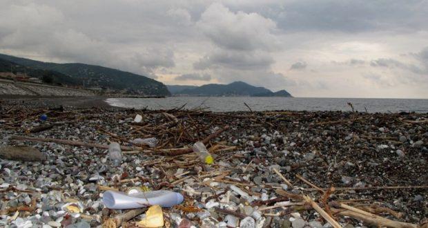 Con i rifiuti abbiamo toccato il fondo e il 75% è plastica