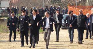 Renzi a Cernusco tenta goffamente di rifarsi una coscienza ambientale