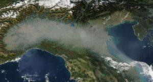 Basta smog dal M5S i fatti, dagli altri la danza della pioggia