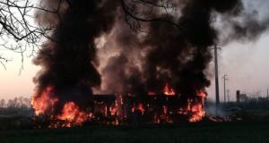 """Sedriano autobus a fuoco: """"L'azienda bonifichi l'area e spieghi l'accaduto""""."""