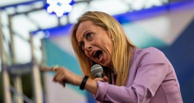 Giorgia Meloni offende chi prende il reddito di cittadinanza, ma quanto ha guadagnato dalla politica?